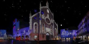 Suggestivo panorama notturno di Como